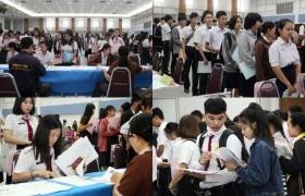 รูปภาพ : บรรยากาศการรายงานตัวและขึ้นทะเบียนนักศึกษาใหม่ ปีการศึกษา 2561 วันที่ 1
