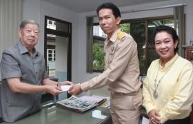 รูปภาพ : รับมอบทุนการศึกษาจากประธานมูลนิธิช่วยการศึกษาตันติสุนทร