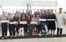 รูปภาพ : นักศึกษาการท่องที่ยวและการโรงแรมฝึกอบรมเชิงปฏิบัติการ การทำซาลาเปา