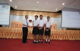 รูปภาพ : ดร.อาจอง ชุมสาย ณ อยุธยา มอบรางวัลแก่ผู้ชนะการประกวด STEAM3