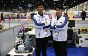 """รูปภาพ : สองหนุ่มวิศวกรรมไฟฟ้า คว้าเหรียญทองฝีมือแรงงานอาเซียน""""หุ่นยนต์เคลื่อนที่"""" ตีตั๋วเข้าแข่งขัน world skills ที่รัสเซียปลายปี 62"""