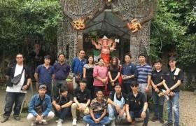 รูปภาพ :  กลุ่มวิชาศิลปะไทย ปี ๓ ศึกษาเรียนรู้ภูมิปัญญาล้านนาไม้แกะสลัก ศูนย์เรียนรู้ไม้แกะสลักพิพิธภัณฑ์บ้านทิพย์มณี บ้านถวาย