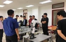 รูปภาพ : ผู้บริหารคณาจารย์จากวิทยาลัยเทคนิคน่านให้เกียรติเยี่ยมชมการเรียนการสอนวิทยาลัยเทคโนโลยีและสหวิทยาการ
