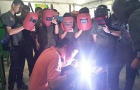 รูปภาพ : นักศึกษาหลักสูตรเตรียมวิศวกรรมศาสตร์ เรียนรู้นอกห้องเรียนการทดสอบมาตรฐานฝืมือแห่งชาติ ณ สถาบันพัฒนาฝีมือแรงงาน จังหวัดลำพูน