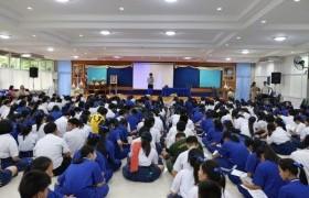 รูปภาพ : ทีมงานแนะแนวการศึกษา ออกแนะแนวการศึกษา ให้กับน้อง ๆ นักเรียน ณ โรงเรียนส่วนบุญโญปถัมภ์ ลําพูน