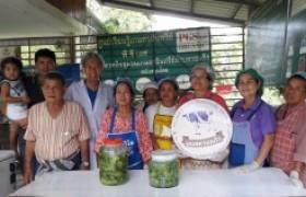 รูปภาพ : อาจารย์ มทร.ล้านนา ลำปาง ฝึกอบรมเชิงปฏิบัติการ การทำผักดอง ให้กับกลุ่มวิสาหกิจชุมชนเกษตรอินทรีย์ บ้านหล่ายทุ่ง