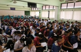 รูปภาพ : ทีมงานแนะแนวการศึกษา ออกแนะแนวการศึกษา ให้กับน้อง ๆ นักเรียน ณ โรงเรียนหางดงรัฐราษฎร์อุปถัมภ์ อำเภอหางดง จังหวัดเชียงใหม่