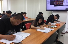 รูปภาพ : หลักสูตรเตรียมวิศวกรรมศาสตร์ วิทยาลัยฯ ร่วมกับศูนย์ภาษา มทร.ล้านนา จัดสอบวัดระดับภาษาอังกฤษ MOCK TOEIC