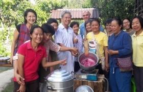รูปภาพ : อาจารย์ มทร.ล้านนา ลำปาง ให้เกียรติเป็นวิทยากรฝึกอบรมเชิงปฏิบัติการ การทำแยมผลไม้ ให้กับกลุ่มวิสาหกิจชุมชน อ.พร้าว จ.เชียงใหม่