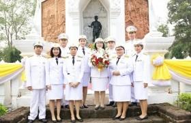 รูปภาพ : ผู้บริหาร วิทยบริการฯ ร่วมวางพานพุ่มฯ วันคล้ายวันยุทธหัตถี สมเด็จพระนเรศวรมหาราช ประจำปี ๖๑