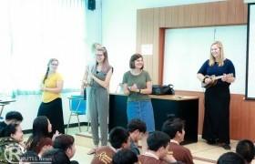 รูปภาพ : ศูนย์ภาษา ร่วมกับหลักสูตรภาษาอังกฤษเพื่อการสื่อสารสากล จัดกิจกรรม English Camp แลกเปลี่ยนวัฒนธรรมจากเจ้าของภาษา