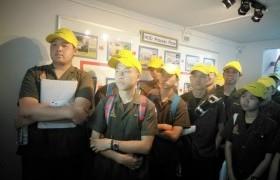รูปภาพ : นักศึกษาหลักสูตรเตรียมวิศวกรรมศาสตร์ วิทยาลัยฯ เรียนรู้นอกห้องเรียน ที่บริษัท ฟูจิคูระประเทศไทย จำกัด นิคมอุตสาหกรรม จังหวัดลำพูน