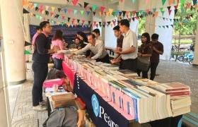 รูปภาพ : บรรยากาศการจัดแสดงรายการหนังสือ ของศูนย์หนังสือจุฬาฯ  วันที่  26 กุมภาพันธ์ 2562 ณ ใต้ตึกคณะบริหารธุรกิจฯ