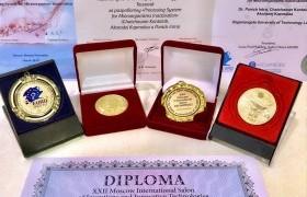 รูปภาพ : รองศาสตราจารย์ ดร.พานิช อินต๊ะ หรือ Dr. Pulse Pro คว้า 4 รางวัลนวัตกรรมระดับโลก ณ กรุงมอสโก ประเทศรัสเซีย