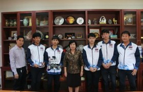 Image : Team Love Father 3000 , the representatives Thailand meets the President of Rajamangala University of Technology Lanna.