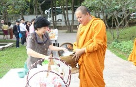 Image : RMUTL organized, making merit  activity to give alms to the 9 monks on the occasion of  the new year's eve day