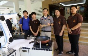 รูปภาพ : หุ่นยนต์ผัดไทย นักศึกษา วิศวะฯมทร.ล้านนา พร้อมสู้ศึกหุ่นยนต์ประกอบอาหารงานเวิลด์ไดแด็คเอเซีย ชิงถ้วยพระราชทานสมเด็จพระกนิษฐาธิราชเจ้าฯ