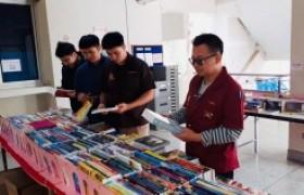 รูปภาพ : บรรยากาศการจัดแสดงรายการหนังสือ ของศูนย์หนังสือจุฬาฯ เพื่อจัดซื้อเข้าห้องสมุด วันที่ 30 มกราคม 2563 ณ อาคารวิศวกรรมศาสตร์