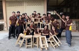 รูปภาพ : นักศึกษาหลักสูตร วศ.บ.ยธ จัดทำเก้าอี้สำหรับห้องปฏิบัติการ จากการเรียนวิชา Civil Engineering Workshop