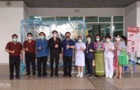 รูปภาพ : มทร.ล้านนา ตาก มอบตู้ความดันลบให้แก่โรงพยาบาลสมเด็จพระเจ้าตากสินมหาราช ป้องกันโรคโควิด-19