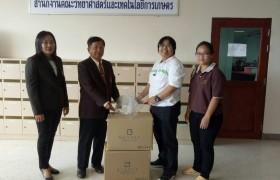 รูปภาพ : สภาอุตสาหกรรมแห่งประเทศไทยร่วมกับบริษัทจุลพัฒน์พลาสติก จำกัด  มอบ Face  shield   โดยผ่าน รศ.ดร. คมสัน  อำนวยสิทธิ์