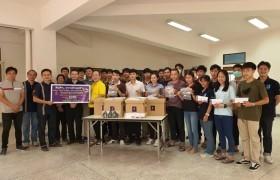 รูปภาพ : ชมรมศิษย์เก่าก่อสร้างตีนดอย มอบหน้ากากเพื่อป้องกันการติดเชื้อโควิด 19 ให้แก่อาจารย์ บุคลากร และนักศึกษารุ่นน้อง
