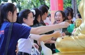 รูปภาพ : มทร.ล้านนา เชียงราย จัดพิธีทรงน้ำพระเจ้าทันใจ เพื่อเสริมสิริมงคลให้กับนักศึกษาใหม่ ปีการศึกษา 2563