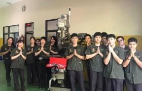 รูปภาพ : หลักสูตรเตรียมวิศวกรรมศาสตร์ รับมอบเครื่องจักร จากบริษัท ฟูจิคูระ อิเล็กทรอนิกส์ (ประเทศไทย) จำกัด