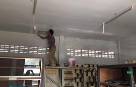 รูปภาพ : ตัวแทนศิษย์เก่า ให้ความอนุเคราะห์ ซ่อมแซมหลังคาและฝ้าเพดาน อาคาร ยธ.7