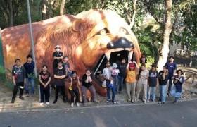 รูปภาพ : กลุ่มนักศึกษาภาควิชาจิตกรรม สาขาศิลปกรรม คณะศิลปกรรมฯ มทร.ล้านนา ร่วมปรับปรุงอุโมงค์รูปสิงโต