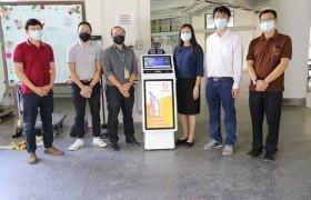 รูปภาพ : มทร.ล้านนา เชียงราย รับมอบหุ่นยนต์อัจฉริยะสแกนวัดอุณหภูมิ จากบริษัท การ์ดฟอร์ซ เอไอ กรุ๊ป จำกัด เพื่อทดลองใช้งาน