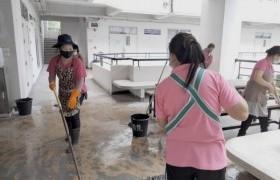 รูปภาพ : มทร.ล้านนา เชียงราย Big Cleaning Day ภายในอาคารสำนักงาน ห้องเรียน โรงอาหาร ตลอดจนโรงฝึกงานของนักศึกษาทั่วทั้งมหาวิทยาลัยฯ เพื่อป้องกันการแพร่ระบาดของเชื้อไวรัส COVID-19