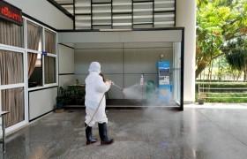 รูปภาพ : มทร.ล้านนา เชียงราย สร้างความมั่นใจฉีดพ่นน้ำยาฆ่าเชื้อไวรัสโคโรนา ๒๐๑๙ (COVID 19) ทั่วมหาวิทยาลัยฯ