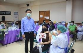 รูปภาพ : อาจารย์ บุคลากร นักศึกษา และบุคคลในครอบครัว มทร.ล้านนา น่าน เข้ารับการฉีดวัคซีน COVID-19 เข็มที่ 1 รอบที่ 2 วันที่ 16 ก.ค. 2564